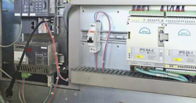 Die neue ABB-Steuerung in Betrieb neben alten PECOM-Steuerungen in Bordeaux