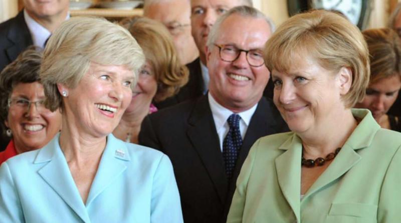 Im Bild Friede Springer mit Kanzlerin Angelika Merkel